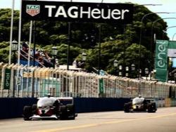 Photo of Первые гонки самоуправляемых автомобилей в Formula E закончились аварией