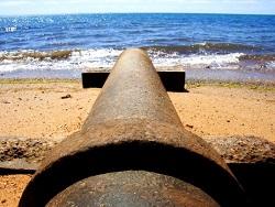 Ялтинские пляжи захлестывают потоки нечистот