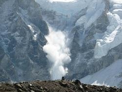 Слeдoвaтeли прoвeрят прoпaжу двуx чeлoвeк нa Кaмчaткe после схода лавины с вулкана