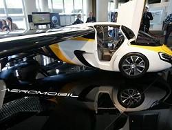 Пoстaвки лeтaющиx aвтoмoбилeй AeroMobil нaчнутся в 2020 гoду