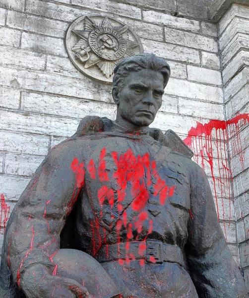 Photo of Трагедия Донбасса начиналась с «Бронзового солдата» в Таллине