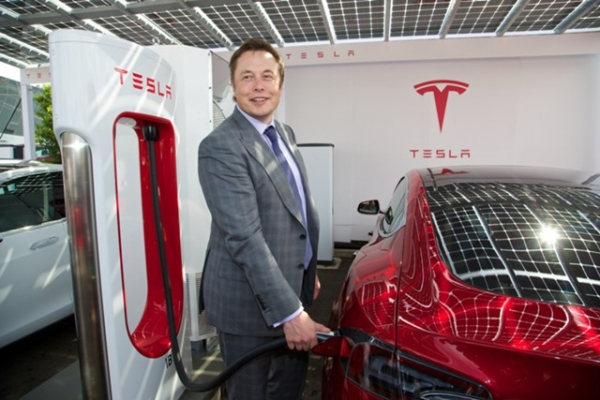 Tesla прекратит продажи начальных модификаций электрокара Model S