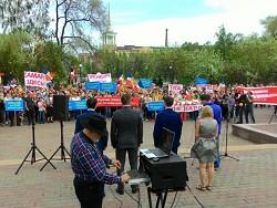 Сотни красноярских бизнесменов вышли на митинг против сноса павильонов