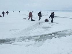 Photo of С отколовшейся льдины на Байкале спасены рыбаки