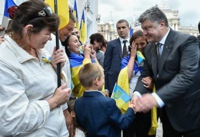 Одесский зоопарк: Порошенко за решеткой, русская пушка и ордена Победы   за шариками