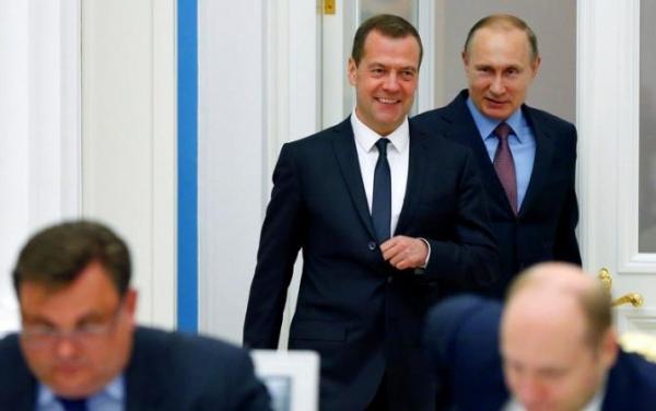 Майские указы Путина: Медведев доволен, страна — нет