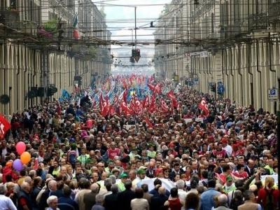 Корреспондент спросил у протестующих, ради какой России они сегодня пришли на Тверскую