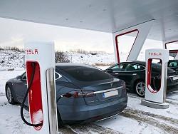 Photo of Tesla переведет станции Supercharger на солнечные панели и аккумуляторы