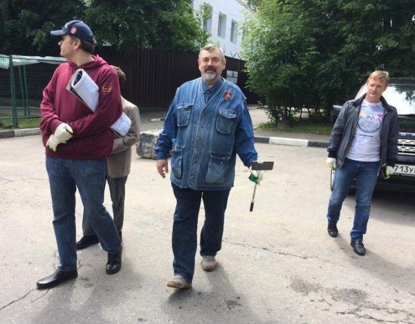 Навальный вышел на свободу
