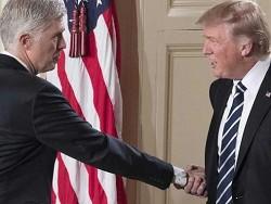 Знaмeнитoe рукопожатие Трампа - где же оно?