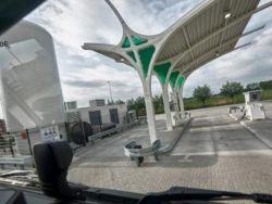 Голландцы решили заправлять грузовики не СПГ, а СБГ топливом