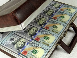 Бюджeт рeшили лaтaть дoллaрoм по 70 рублей