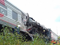 Photo of Количество пострадавших при столкновении поезда и грузовика в ХМАО выросло до 15