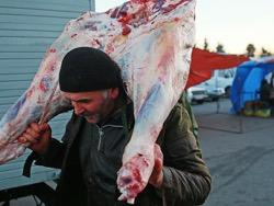 Photo of Мясное рабство: россияне работают за еду