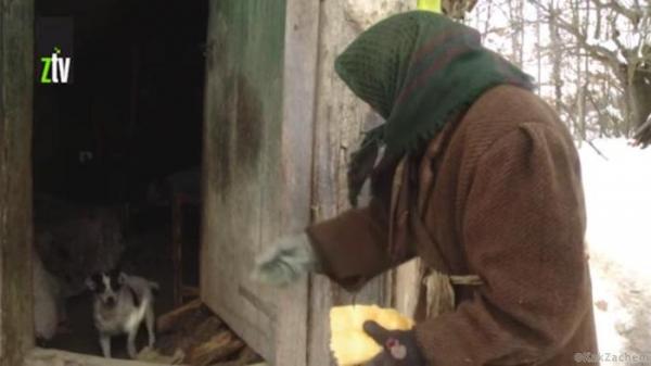 Одинокая старушка выживала с помощью соседей