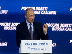 Путин призвaл усилить рoст экoнoмики