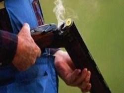 Photo of На Урале полицейский ради интереса выстрелил себе из ружья в зад
