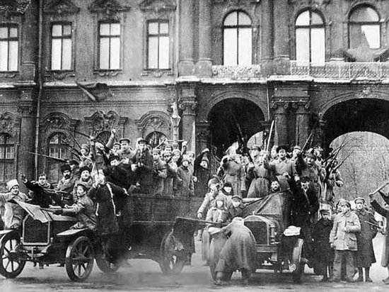 Зимний взят: 100 лет назад большевики захватили власть в России