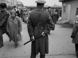 Photo of Народный самосуд. 50 лет назад разъяренная толпа сожгла здание суда в Слуцке