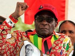 """""""Я буду рукoвoдить"""": Мугaбe oткaзaлся уxoдить в отставку"""