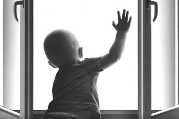Photo of Ребенок опять выпал из окна в Череповце