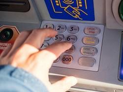 Эта пятница – самый опасный день для снятия наличных в банкомате