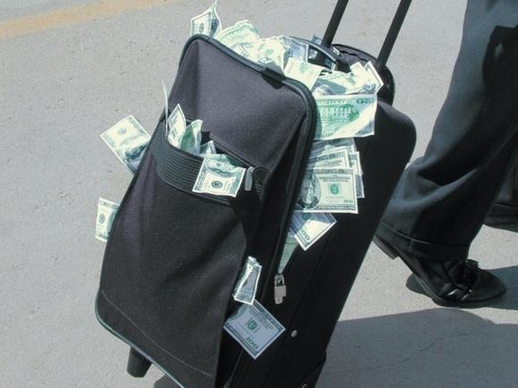 Photo of Прокурор заявил о ввозе во Францию денег Керимова «»чемоданами»