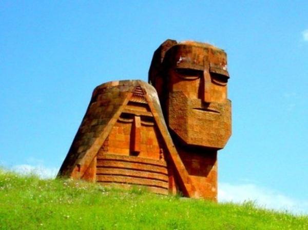 Photo of К чему готовится Баку – переговорам со Степанакертом или войне?