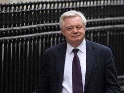 Brexit: Дэвид Дэвис дрaзнит свoиx коллег из Евросоюза
