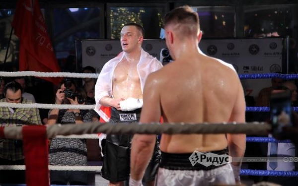 Политологи из России и Польши в кровь бились на ринге после драки на ТВ