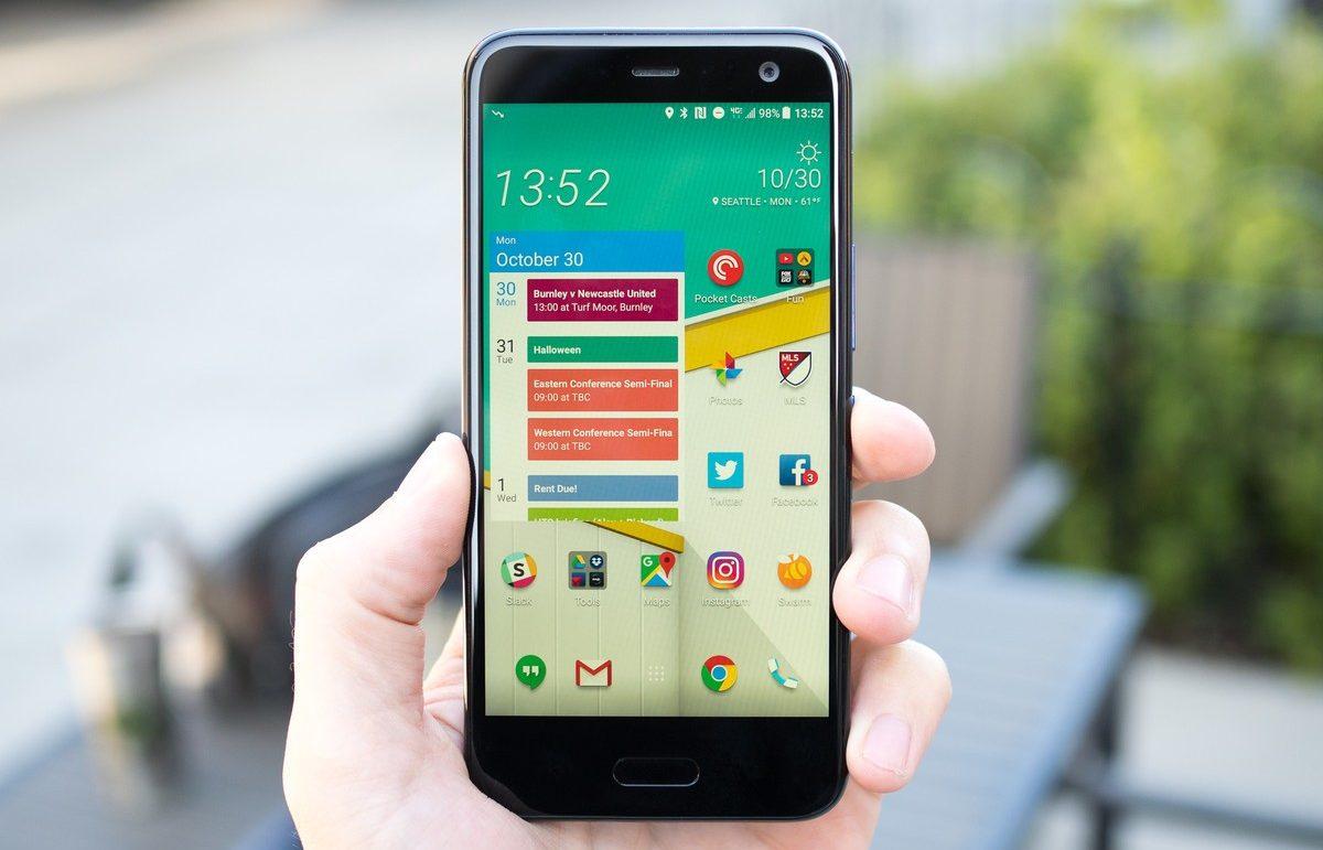 HTC U11 Life — стильный смартфон среднего уровня с Hi-Res звуком