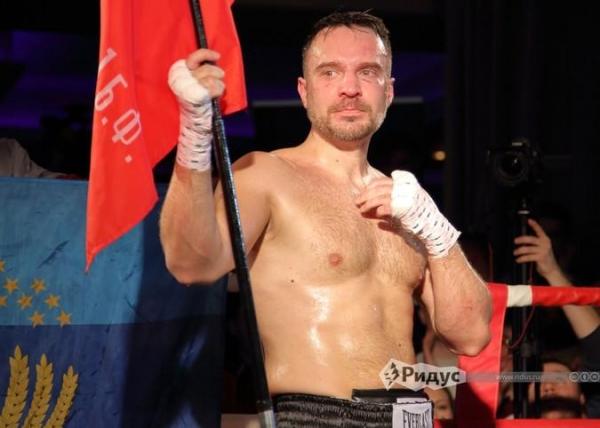 Photo of Политологи из РФ и Польши в кровь бились на ринге после драки на ТВ