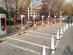 В Китае открылась третья самая большая станция в мире для зарядки электромобилей Тесла