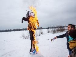 """В Петербурге сожгли чучело """"выборов"""""""