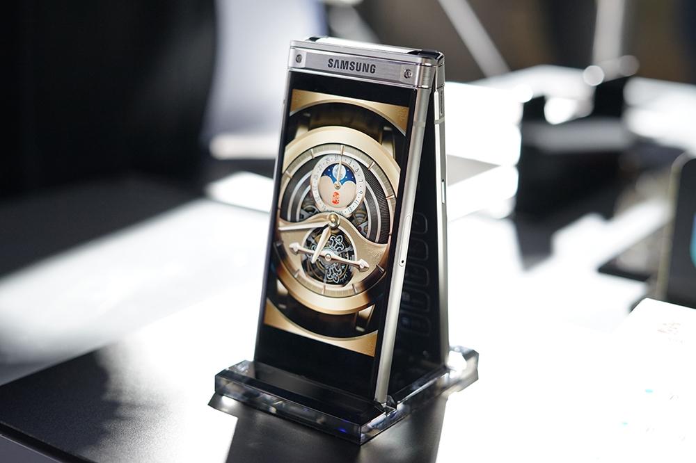 Photo of Все характерности Samsung W2018, раскладушки с меняющейся апертурой камеры