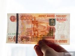 В Российском футбольном союзе придумали,как наказать высморкавшегося в купюру футболиста