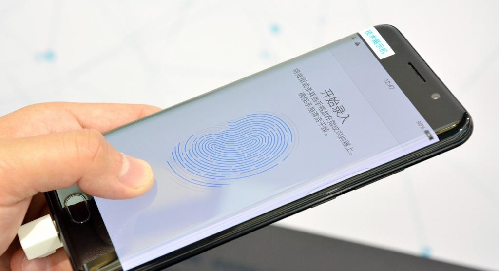 Samsung продолжит разрабатывать сканер отпечатка пальцев под дисплеем