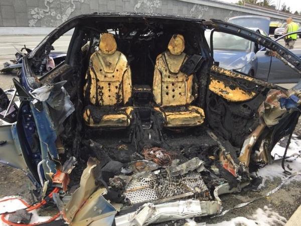 Кроссовер Tesla Model X попал в смертельное ДТП