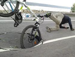 Photo of Пензенского велосипедиста оштрафовали за «причинение повреждений» выбоине на дороге