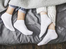 Привычка спать в носках: вредоносно или полезно?