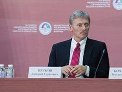 """Песков заявил, что в Кремле следят за ситуацией на рынках """"в такие трудные дни"""""""