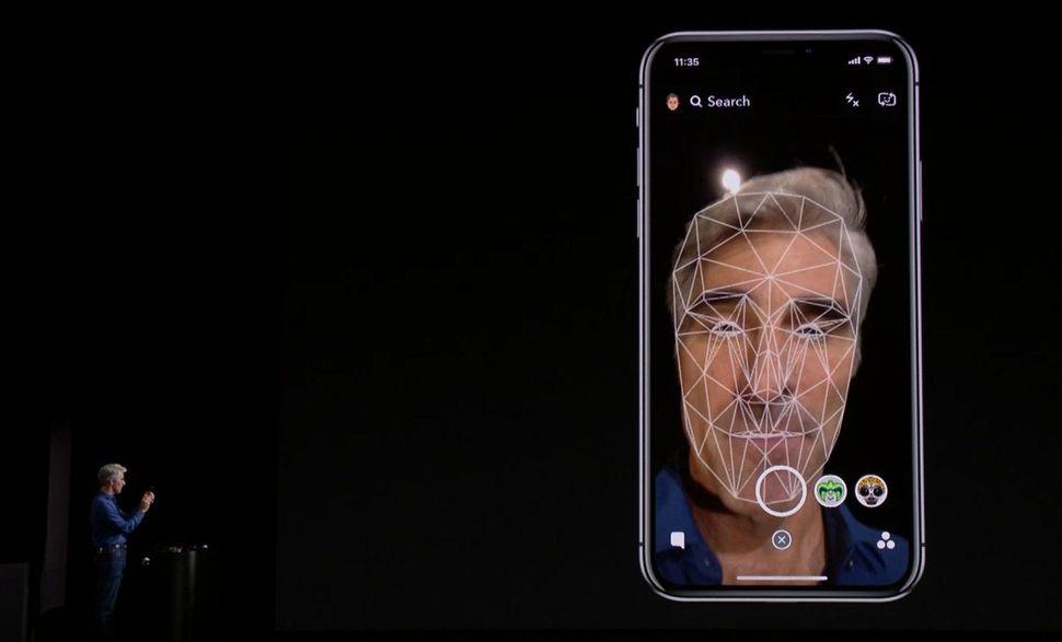Photo of Apple сообщила, что никакого сбоя в работе Face ID на концепт-презентации iPhone X не случилось