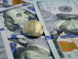 Черный понедельник: санкции обвалили рубль