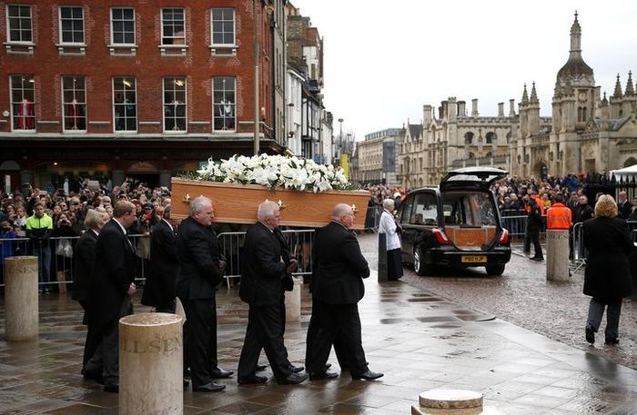 В Кембридже простились со Стивеном Хокингом
