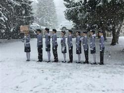 Photo of Маршировавших голыми по снегу детей растерли спиртом и одарили