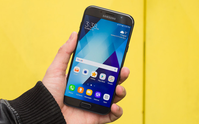 Photo of Серия Samsung Galaxy A (2018) получит «безграничный дисплей»