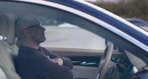 Cотрудник Tesla спит за рулем во время езды на автопилоте