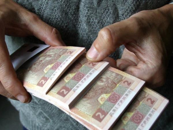Photo of Курс гривны под угрозой: Пенсии выплатят за счет девальвации