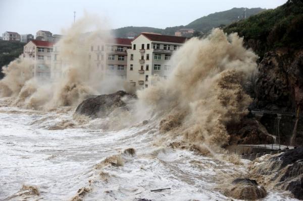 Photo of Супертайфун «Мангхут», ударил по Китаю и унес жизни двух человек