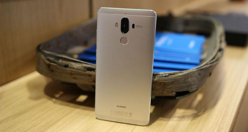 Photo of Huawei готовит достойную альтернативу iPhone X